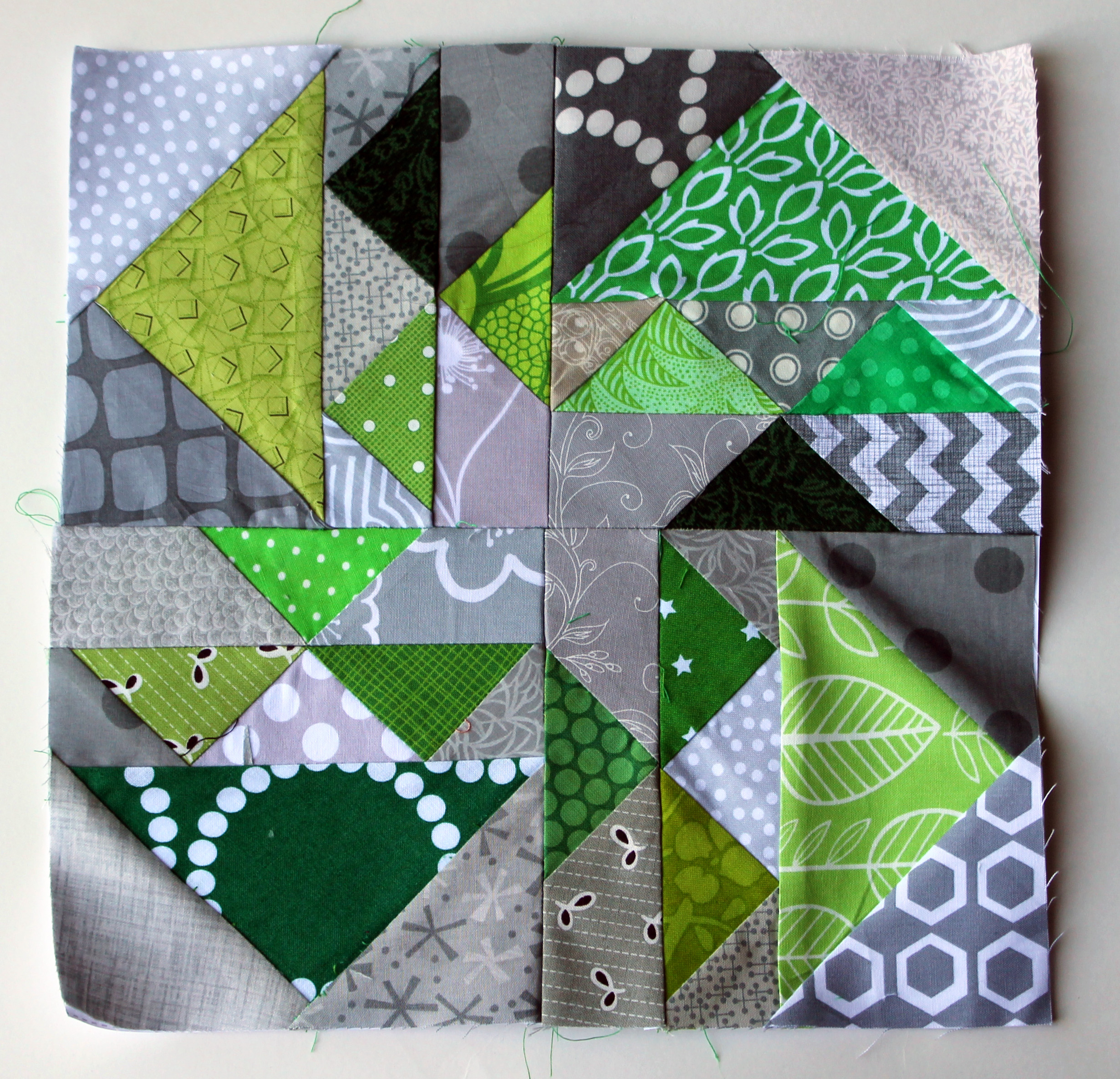 paper piecing quilt Class overview itching to build your english paper piecing (epp) skills with a more advanced project epp aficionado helen stubbings shares quick and easy techniques to help you piece a large quilt by hand.
