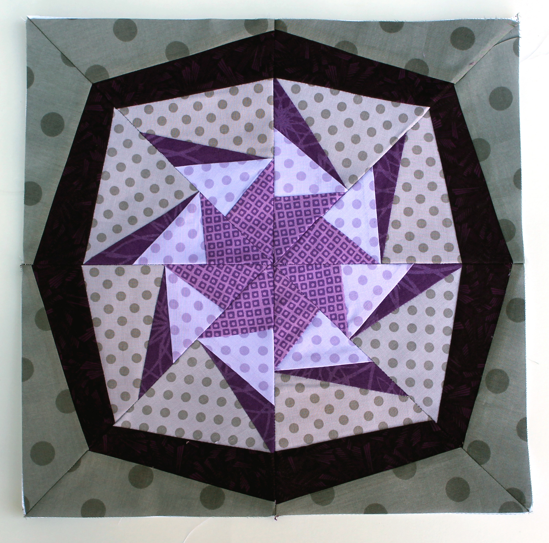 Free Paper Piecing Patterns Quilt Blocks : Paper Piecing Monday presents Lithium WOMBAT QUILTS