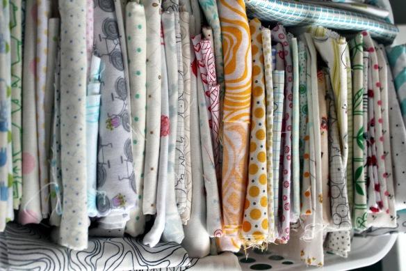 white fabric pull