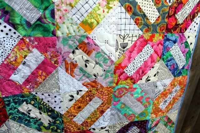 Floral cracker finished quilt detail 3