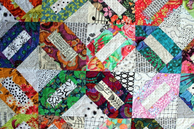 Floral cracker finished quilt detail