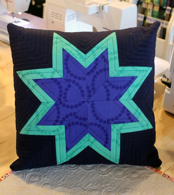 MD pearl bracele star pillow